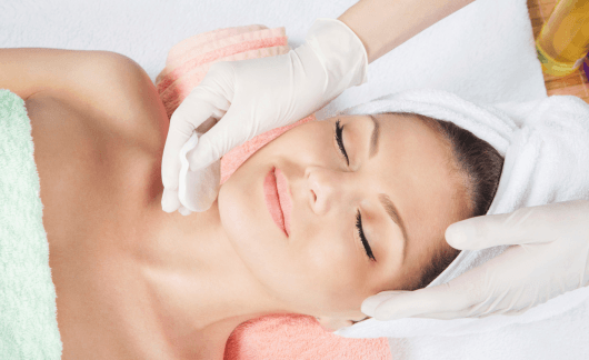 Mulher bonita cuidados da pele