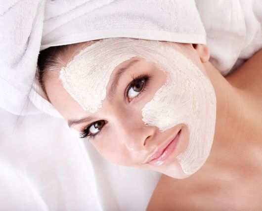 procedimento de limpeza no rosto