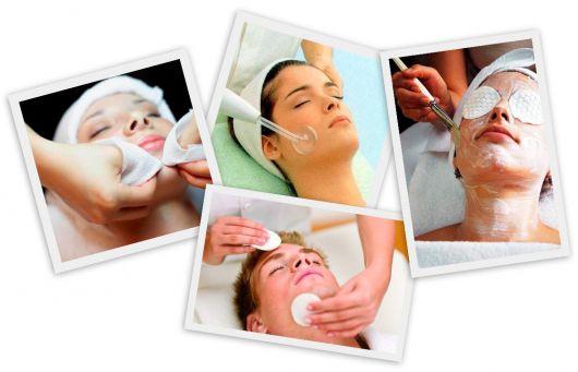 mulheres fazendo limpeza de pele