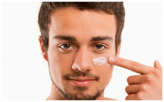 Maquiagem masculina no rosto