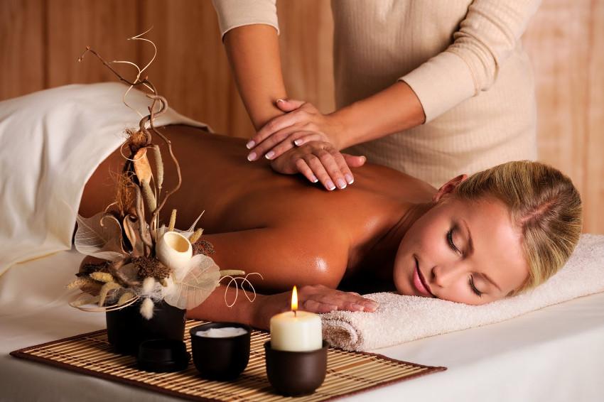 pressão nas costas massagem