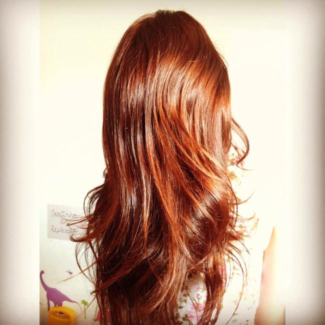 mulher de cabelo ruivo bonito
