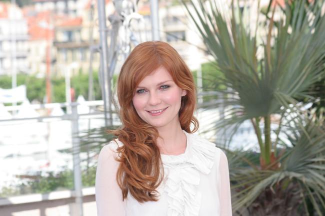 atriz famosa de cabelos ruivos lisos bonitos