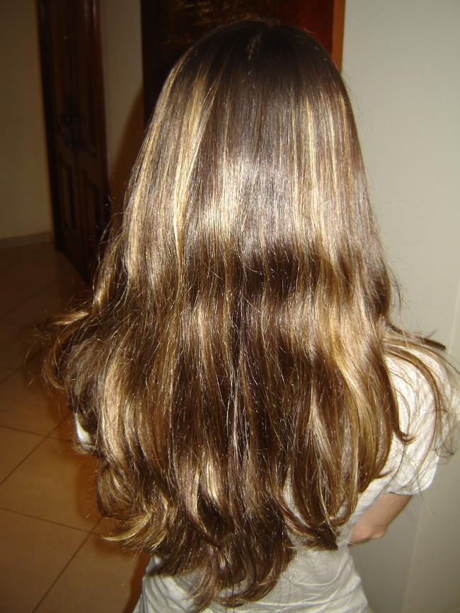 mulher de costas cabelo comprido