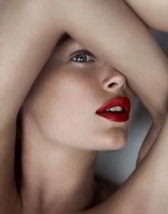 mulher com lábios grandes