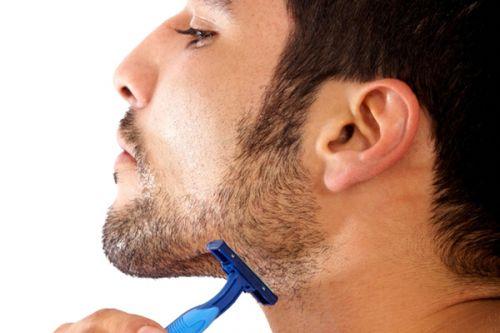 como fazer a barba com navalha