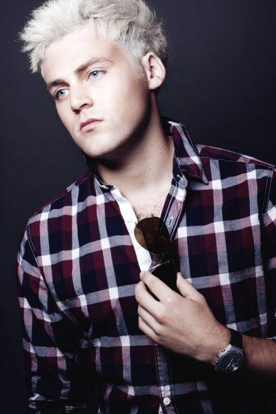 cabelo branco platinado homem