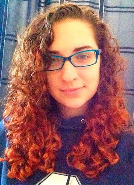cabelo cacheado mechas vermelhas