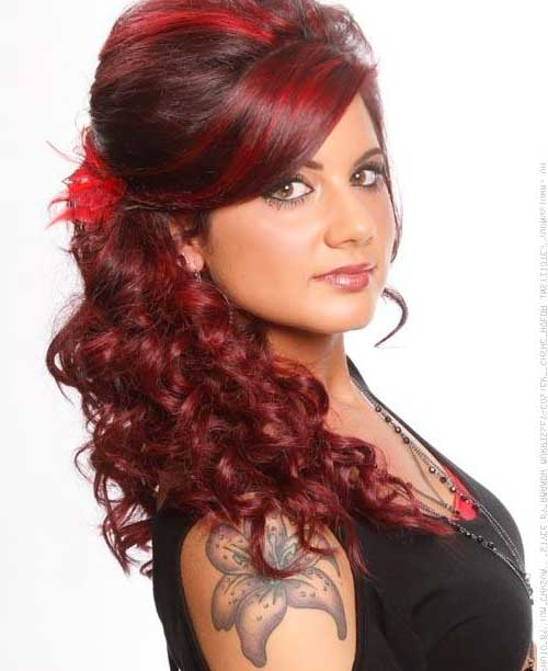 mechas vermelhas no cabelo cacheado