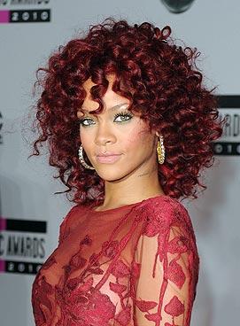 rihanna cabelo curto mechas vermelhas