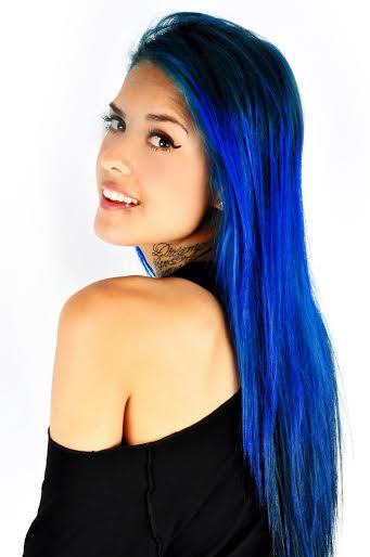 tati zaqui cabelo azul