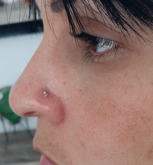 bolinha no piercing