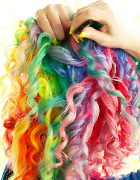 cabelo arco iris cacheado
