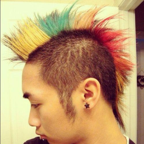 cabelo arco iris homem