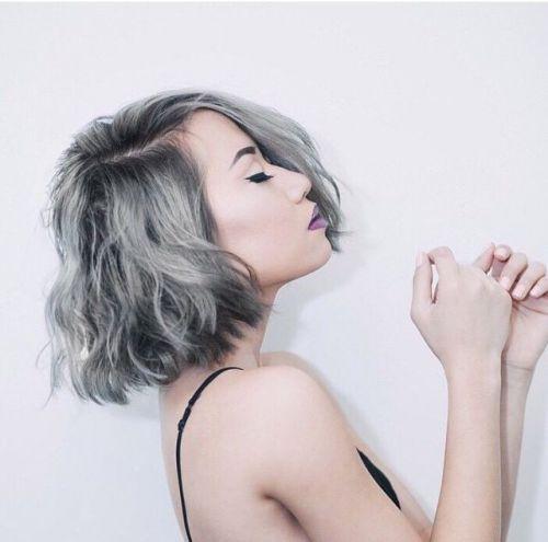 cabelo cinza curto mulher