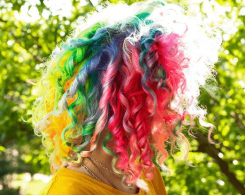 cabelo encaracolado rainbow