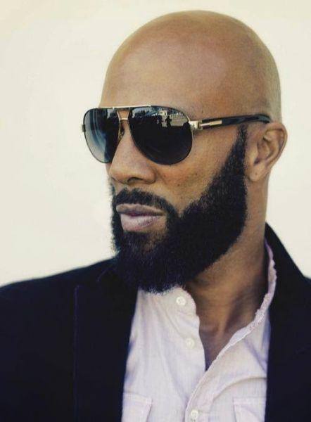 careca com barba estilo lenhador