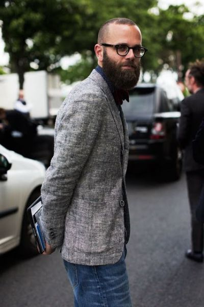 careca com barba lenhador moderno