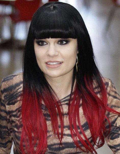 cabelo preto com vermelho