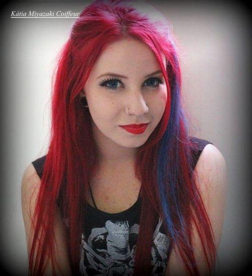 cabelo com mecha azul