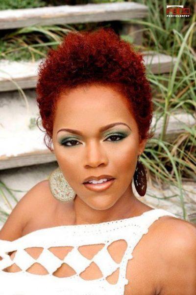 cabelo crespo vermelho